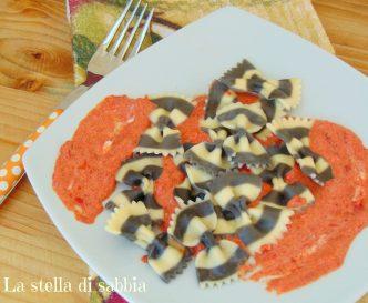 farfalle al nero di seppia con crema di peperoni